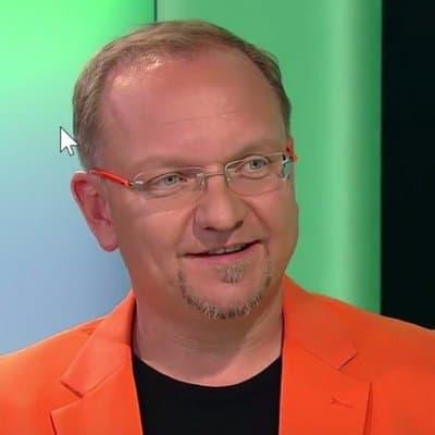 Кристоф К. Джемпер человек в оранжевом